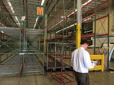 retailers renting warehouse space